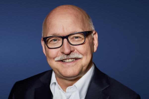Professor Dr. med. Dr. h.c. Martin K. Walz, Direktor der Klinik